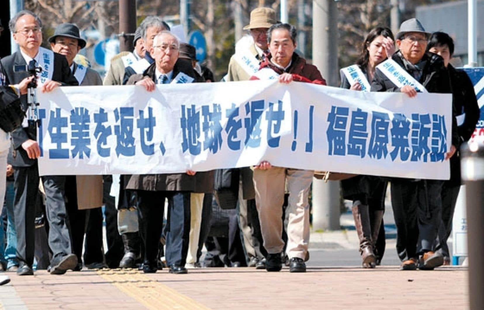 Des victimes de la catastrophe se sont rendus lundi au tribunal du district de Fukushima.