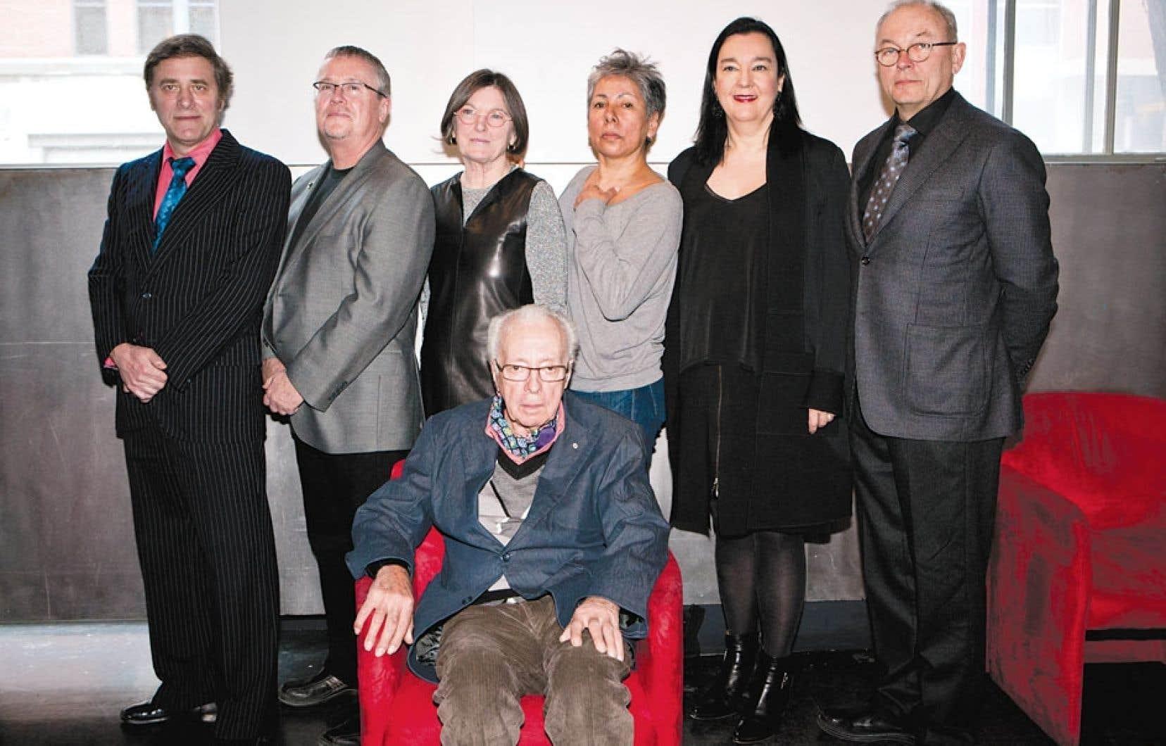 Les lauréats, de gauche à droite : Gordon Monahan, Greg Payce, Colette Whiten, Rebecca Belmore, Chantal Pontbriand, William D. MacGillivray et Marcel Barbeau