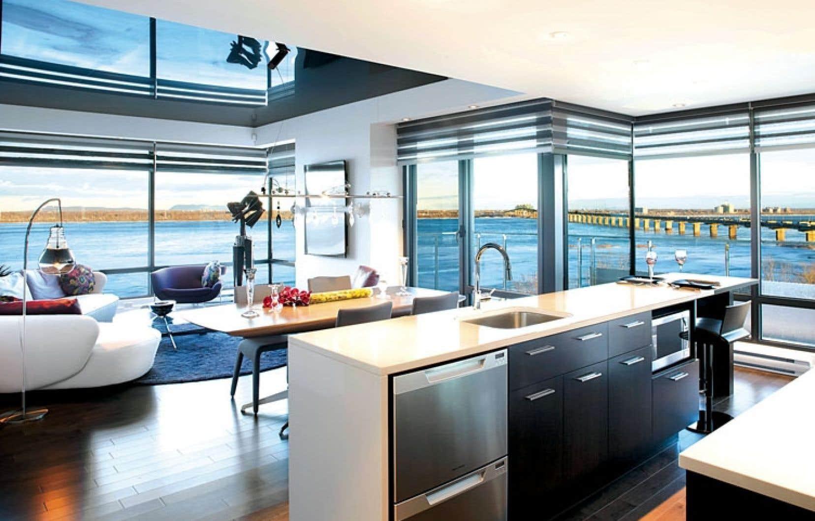 Les appartements ont une fenestration abondante qui laisse pénétrer la lumière naturelle et permet d'admirer le magnifique panorama qu'offre le fleuve Saint-Laurent.