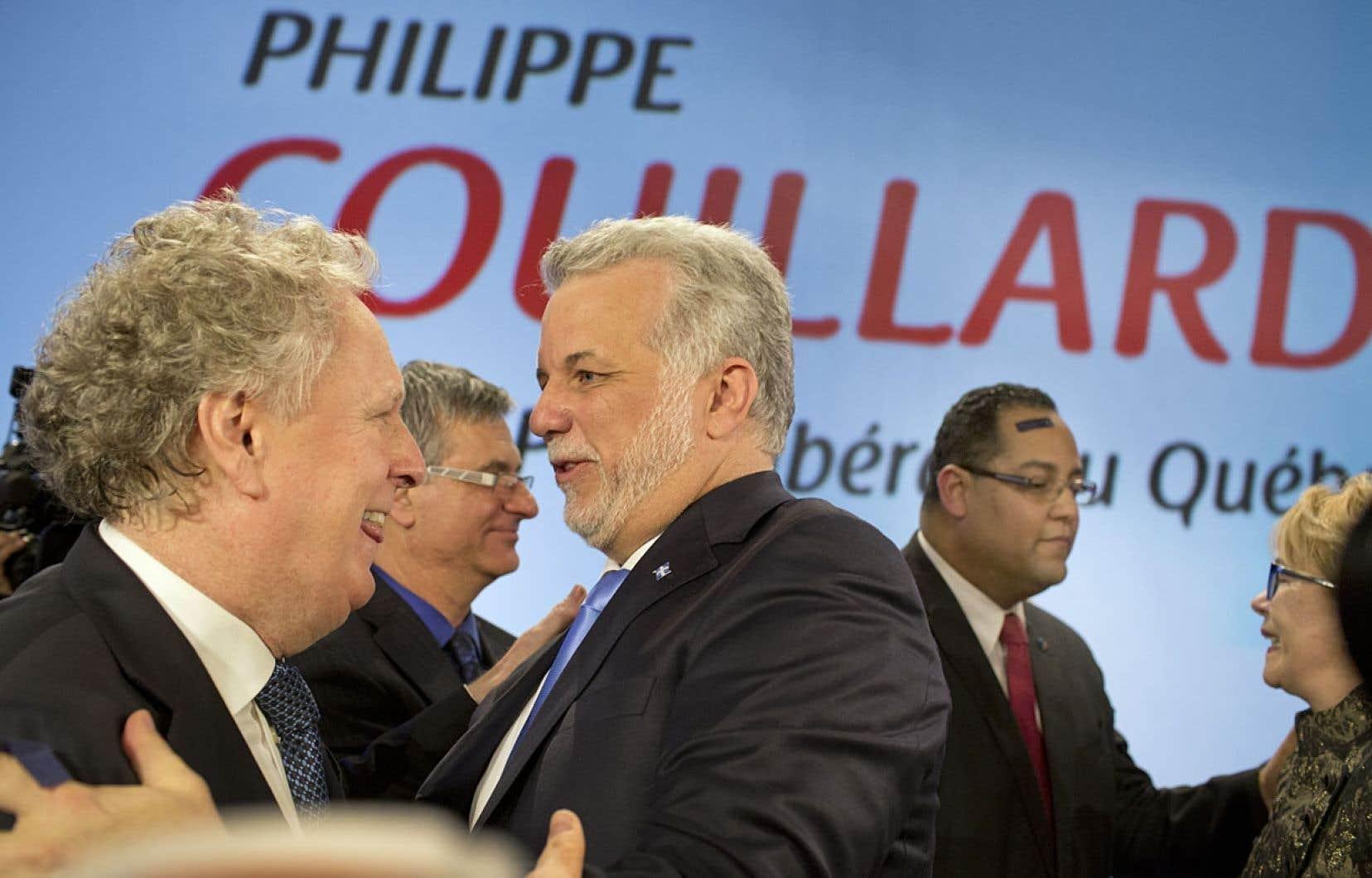 Jean Charest félicite Philippe Couillard, qui lui succède en tant que chef du Parti libéral du Québec