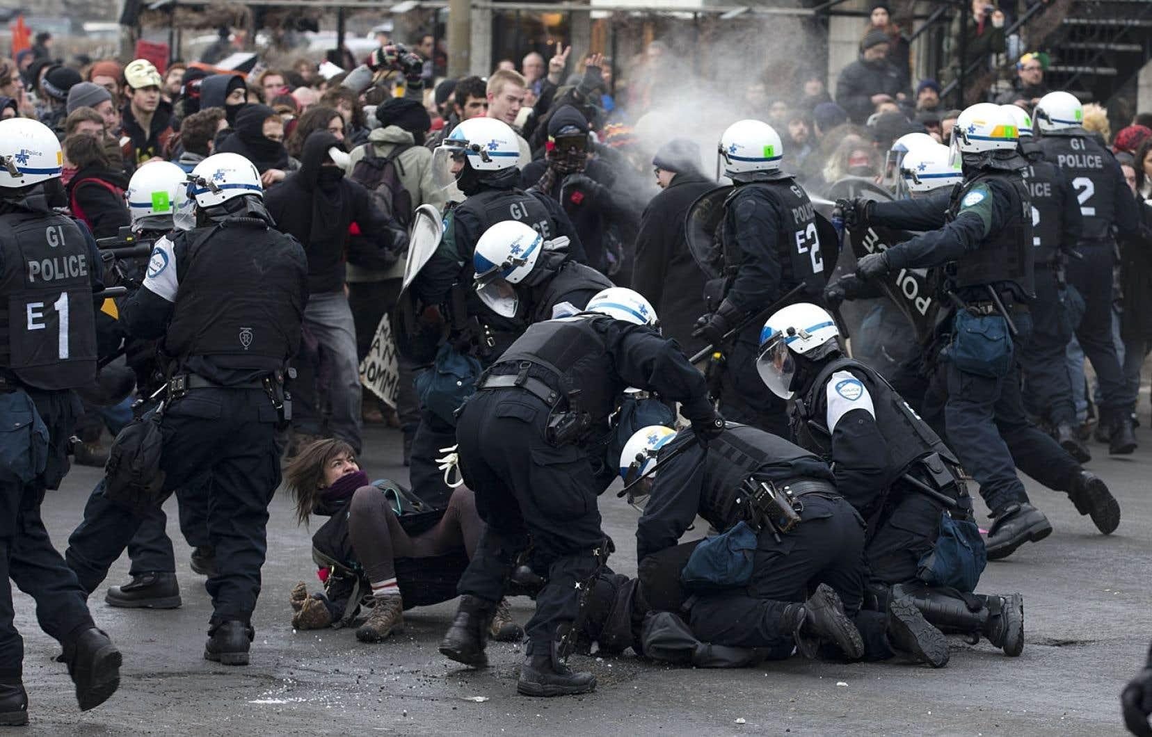 Le SPVM s'est bâti une expertise en matière de contrôle de foules, au point où des corps policiers venus d'ailleurs au Canada et des États-Unis viennent l'observer en pleine action.