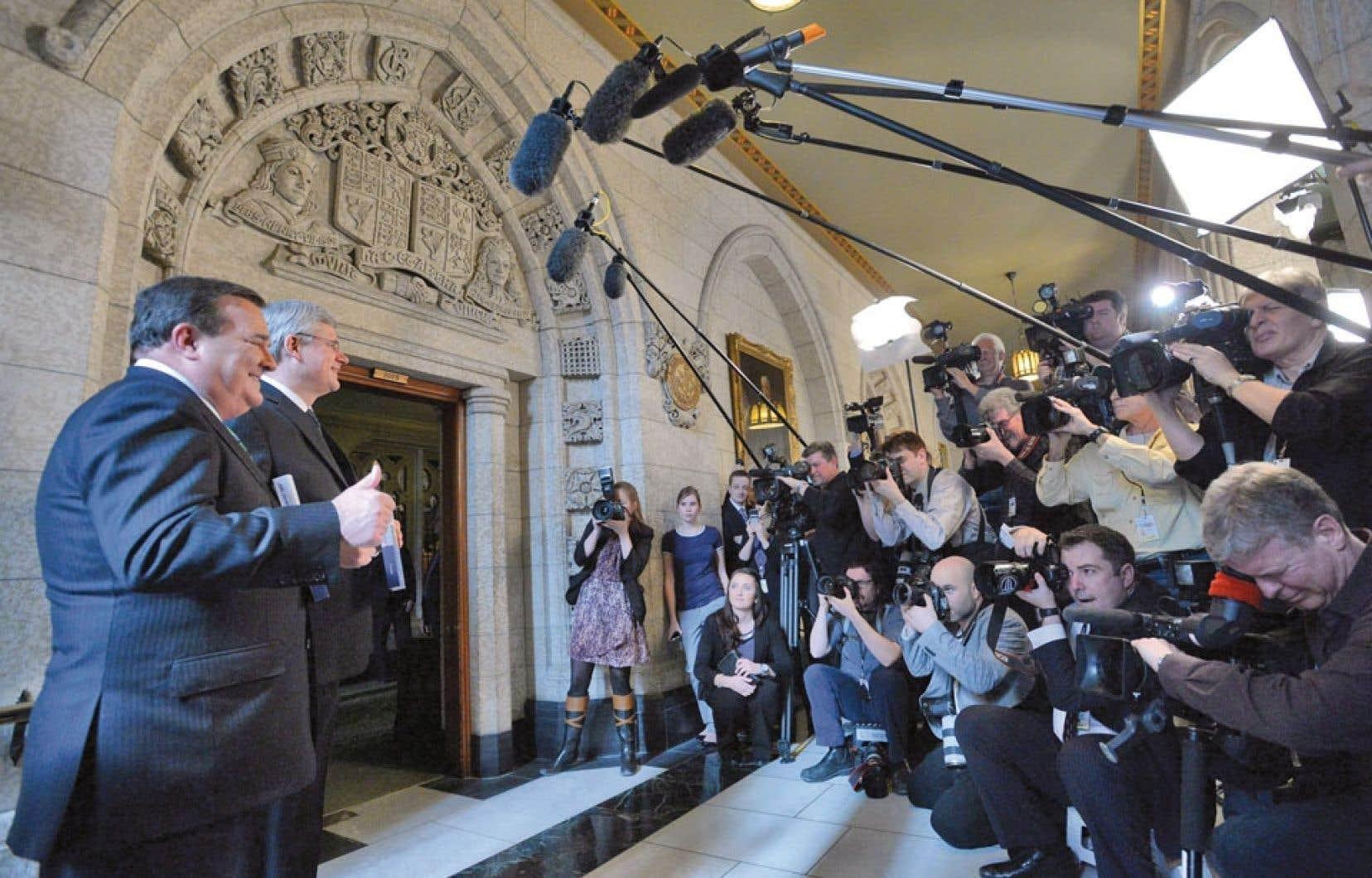 Jim Flaherty a croisé les journalistes à l'entrée de la Chambre des communes avant de dévoiler son budget.