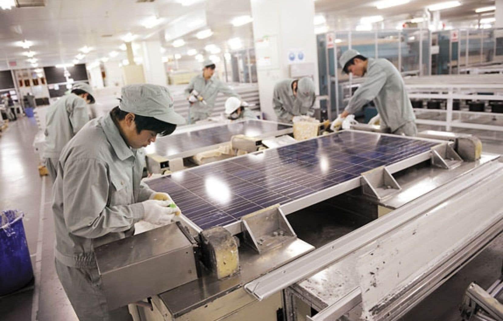 <div> Une usine de fabrication de panneaux solaires de l'entreprise Suntech, à Wuxi, en Chine</div>