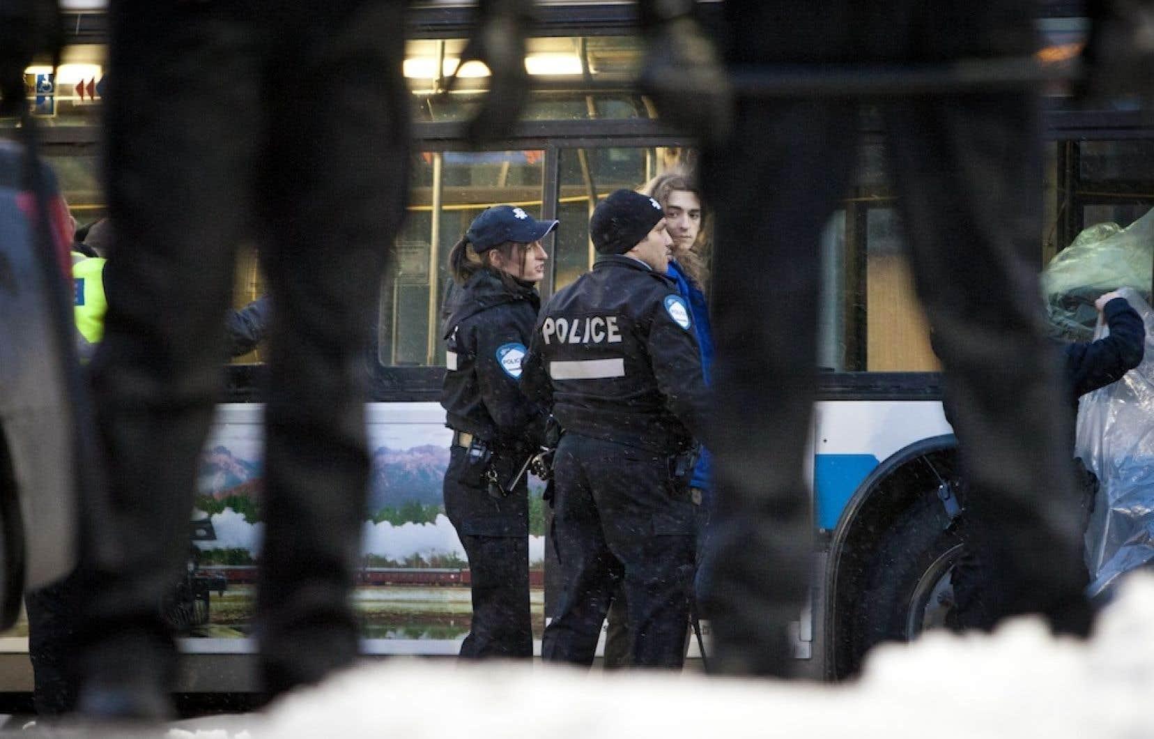 Le gouvernement péquiste a abrogé la loi 78, et ainsi l'obligation faite aux manifestants de dévoiler leur itinéraire. Mais cette disposition est demeurée en vigueur à Montréal et Québec, qui avaient fait voter des règlements municipaux à cet effet.