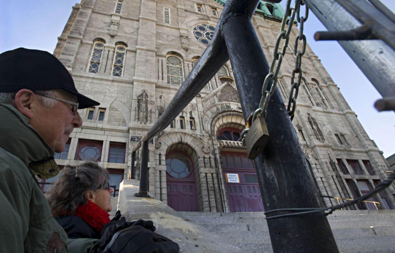 Malgré que six millions de Québécois s'identifient encore à la religion catholique, une baisse de la pratique religieuse au Québec a entraîné la fermeture de plusieurs églises, comme l'église du Très-Saint-Nom-de-Jésus dans Hochelaga-Maisonneuve, à Montréal, en 2009.
