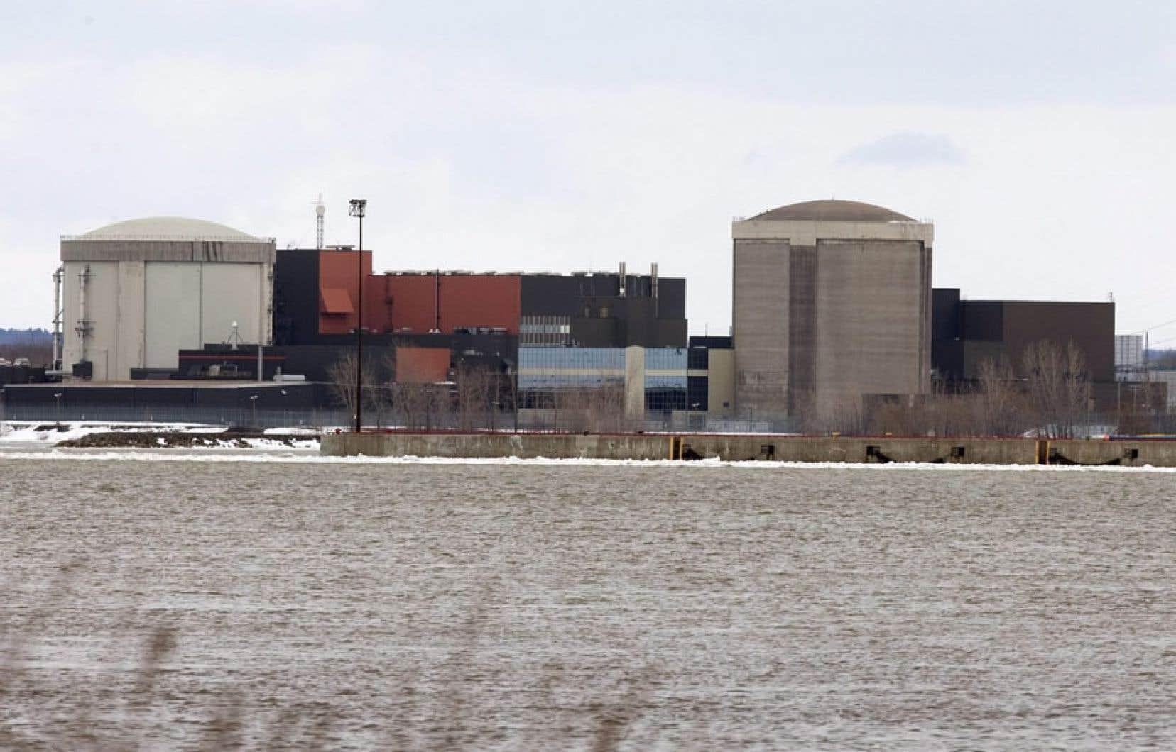 Le réacteur expérimental de Gentilly-1 (à droite) a été construit au début des années 1970 et n'aura été opérationnel que 183 jours. La centrale a été mise en dormance au début des années 1980.