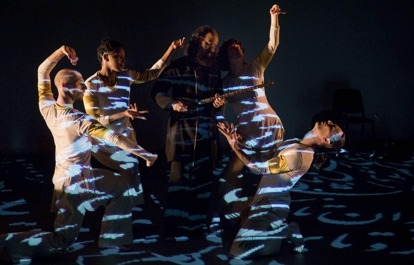 La pièce met en scène quatre danseurs et trois musiciens.