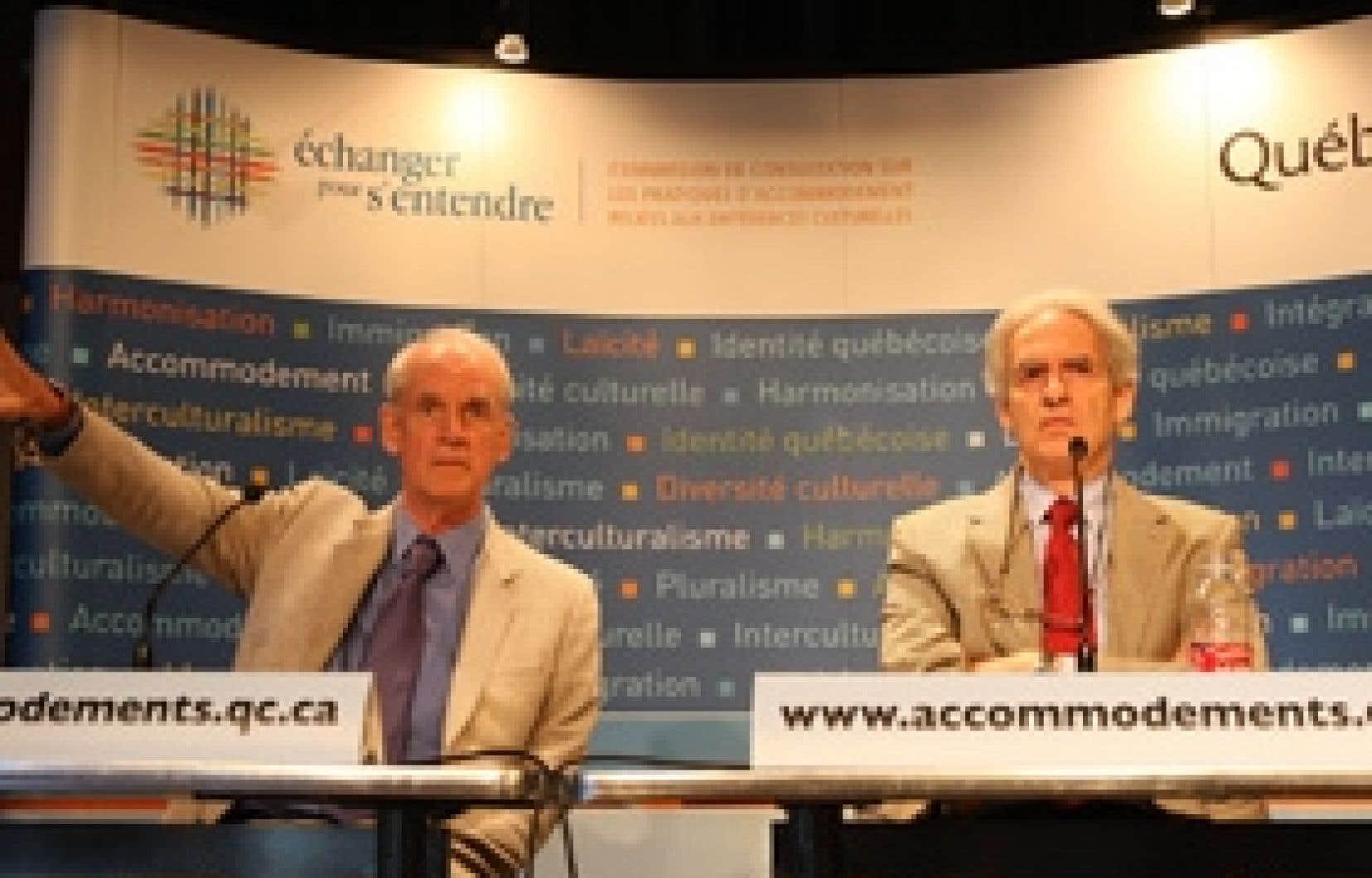 Charles Taylor et Gérard Bouchard sillonneront le Québec pour prendre le pouls de la population.