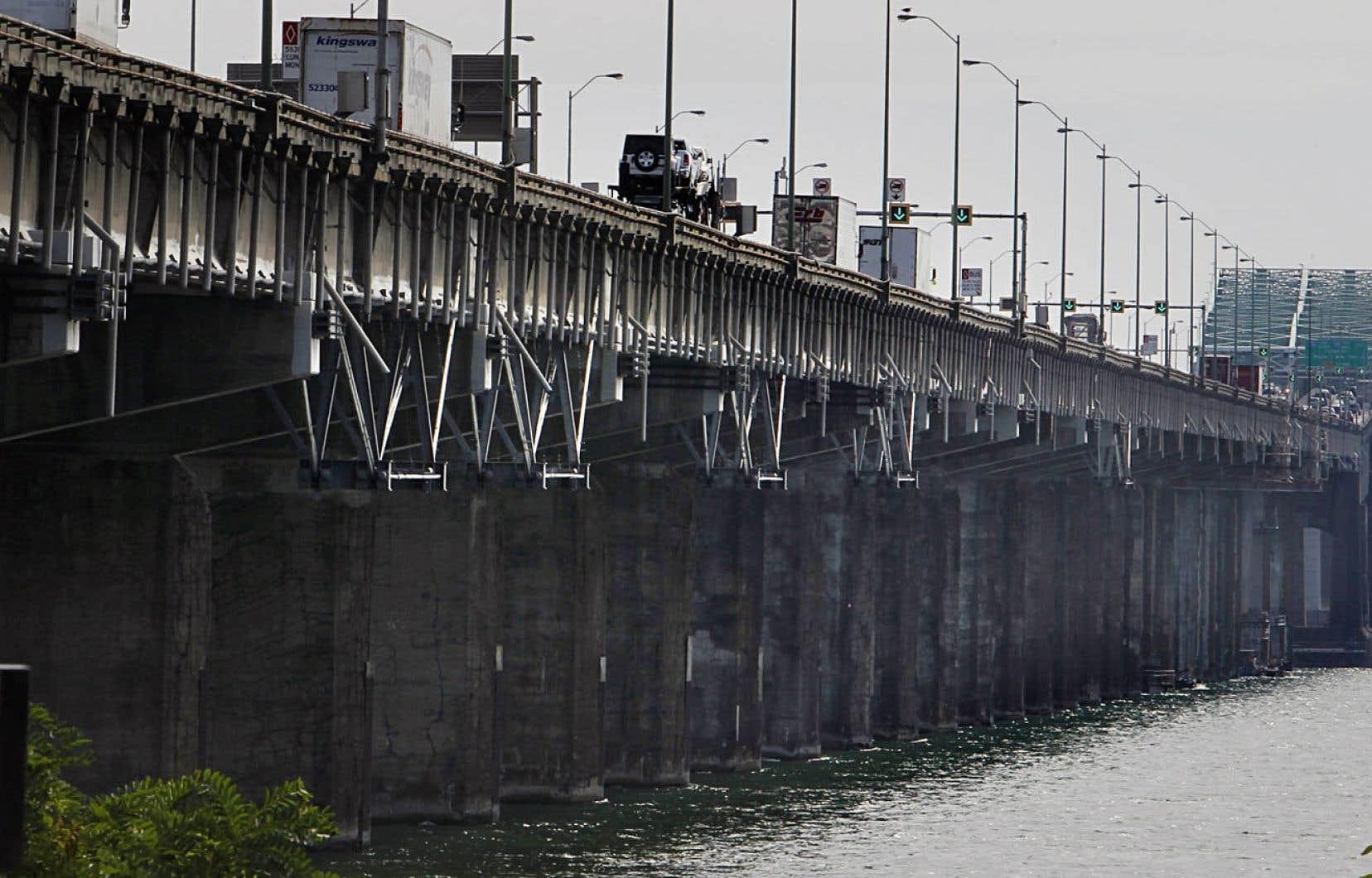 <div> Le fédéral investit des millions de dollars chaque année pour entretenir un pont Champlain vieillissant.</div>