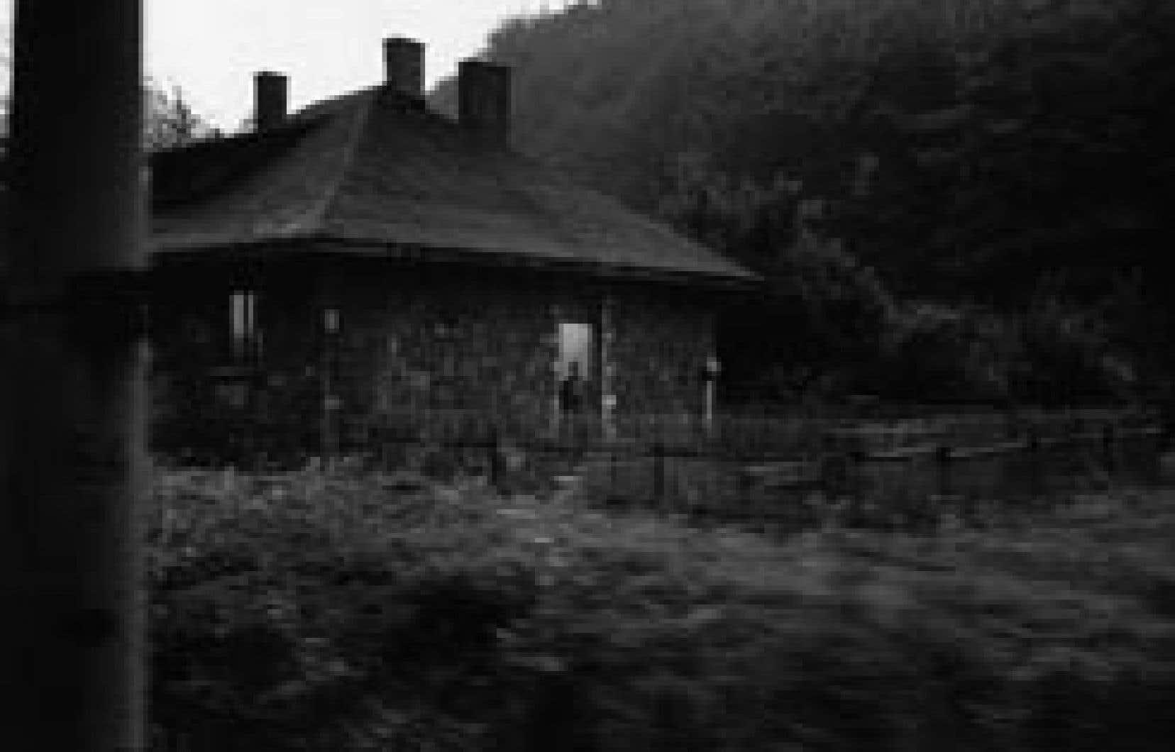 Serge Clément,Maison de Pierre / train Budapest-Istanbul, Hongrie,2004, DVD (extrait)