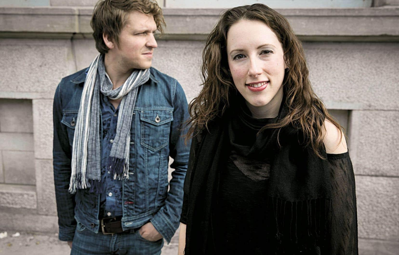 <div> Sur scène, Carl Prévost et Ariane Ouellet, des Mountain Daisies, s'entourent d'un house band incroyablement solide et souple</div>