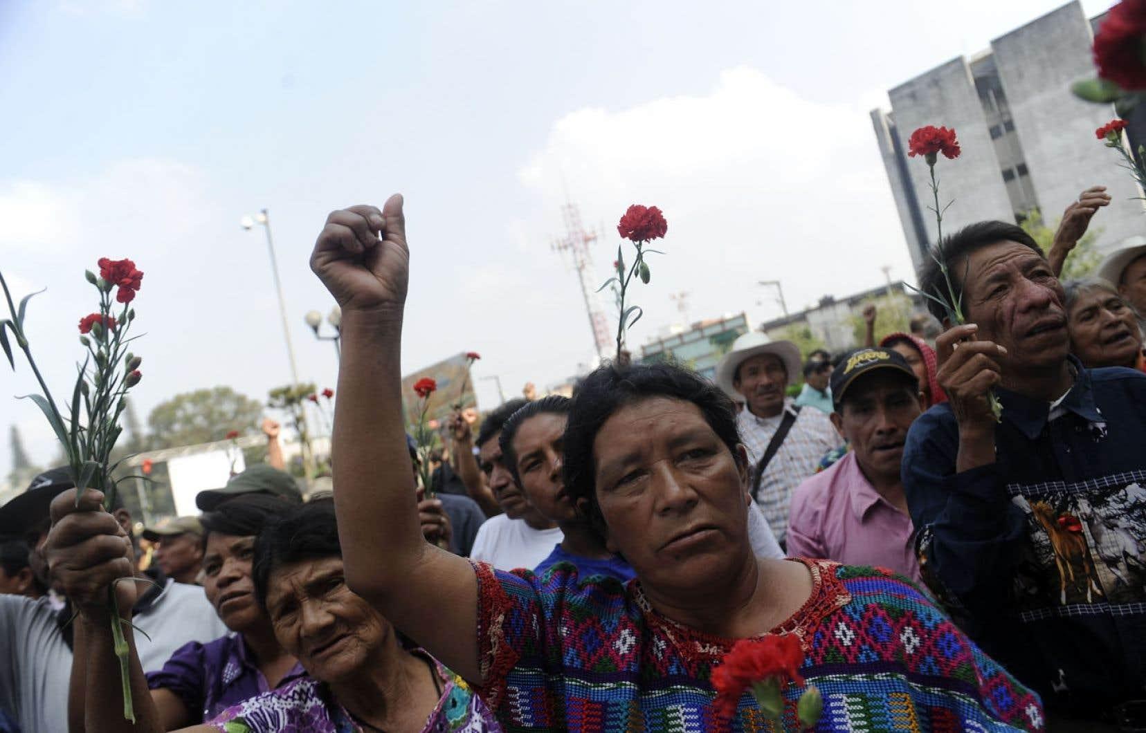 Des Mayas Ixils ont manifesté récemment devant la Cour suprême du Guatemala.