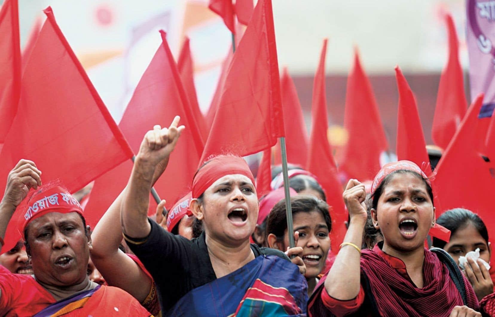 Des dizaines de milliers de Bangladeshis ont exprimé leur mécontentement mercredi à Dacca.