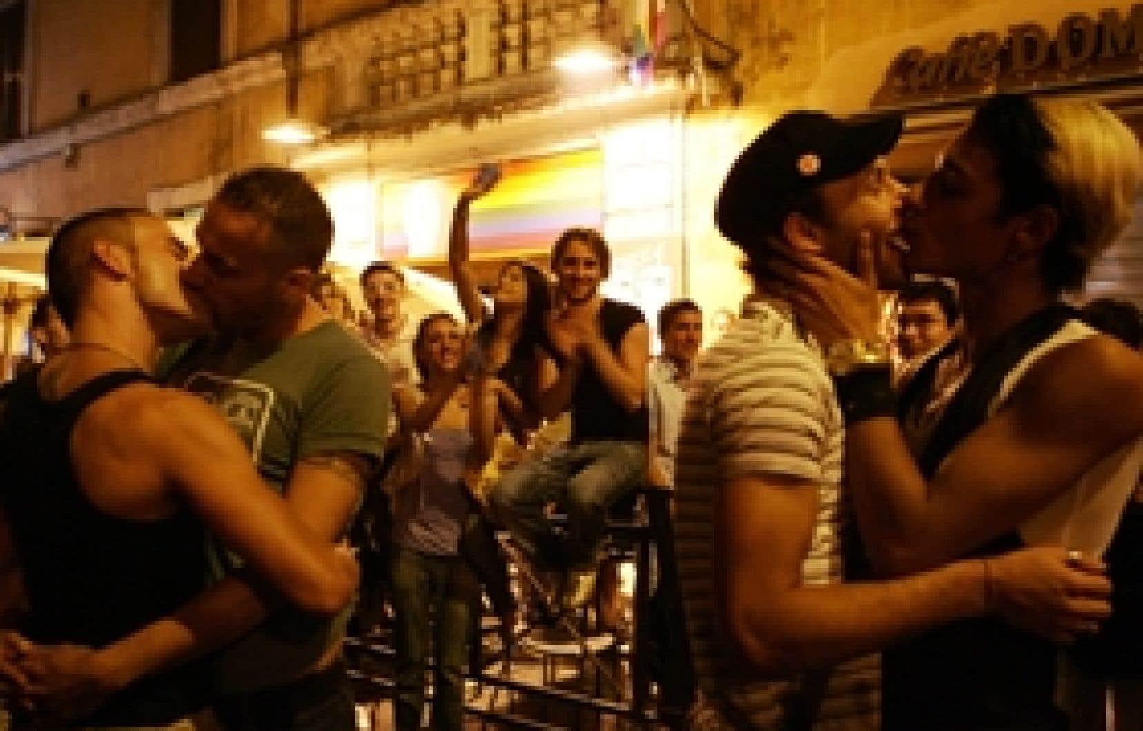 Les homosexuels romains ont célébré à leur façon l'événement.