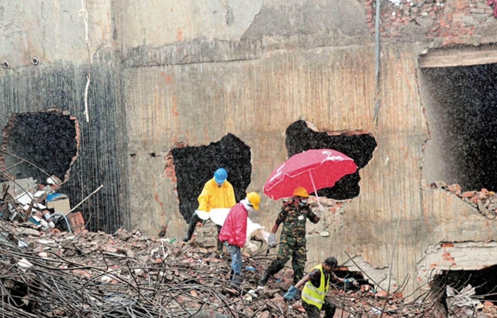 <div> Les fouilles des décombres se poursuivent à Dacca.</div>