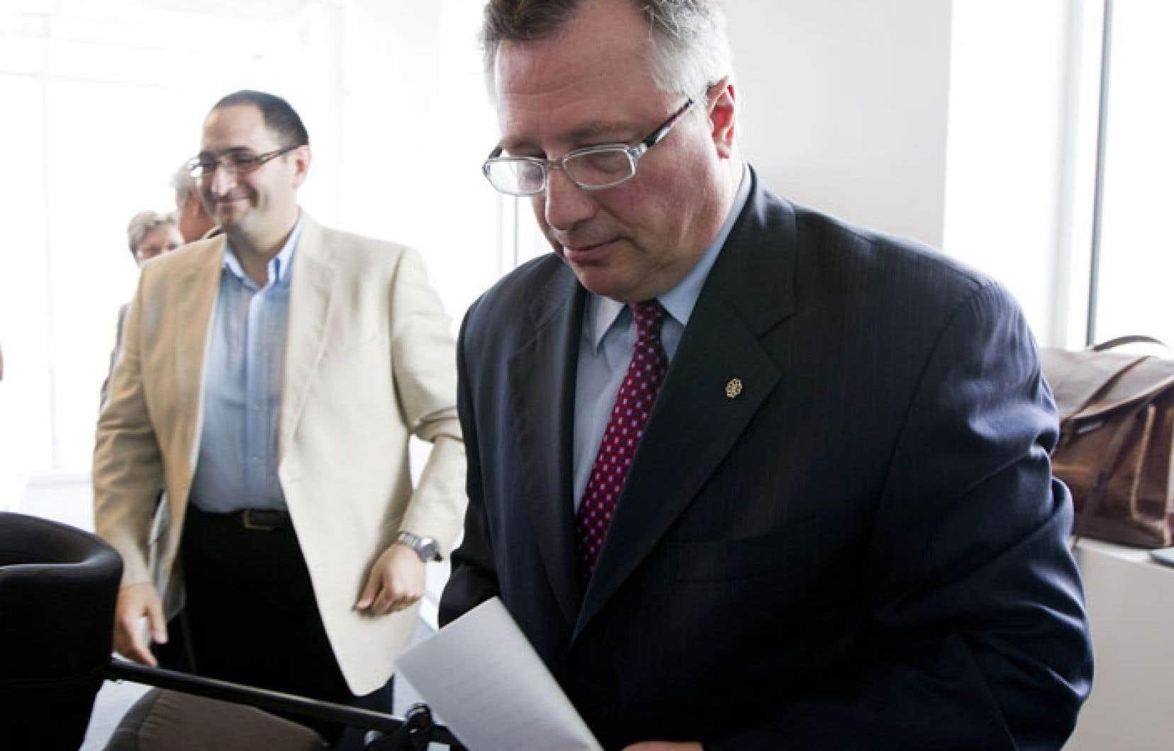 Richard Deschamps à la conférence de presse où le parti Union Montréal annonçait sa dissolution