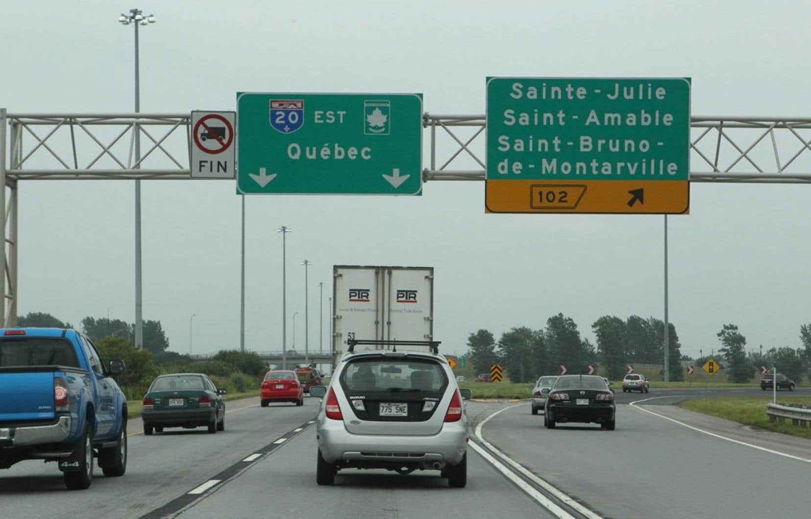 <div> «Quand on est dans sa voiture, on se retrouve comme dans un espace suspendu qui traverse plusieurs territoires entre Montréal et Québec. Des territoires qui, lorsqu'on prend la peine de les écouter, nous racontent beaucoup de choses », dit la chercheuse Marie-Christiane Mathieu, de l'Université Laval.</div>