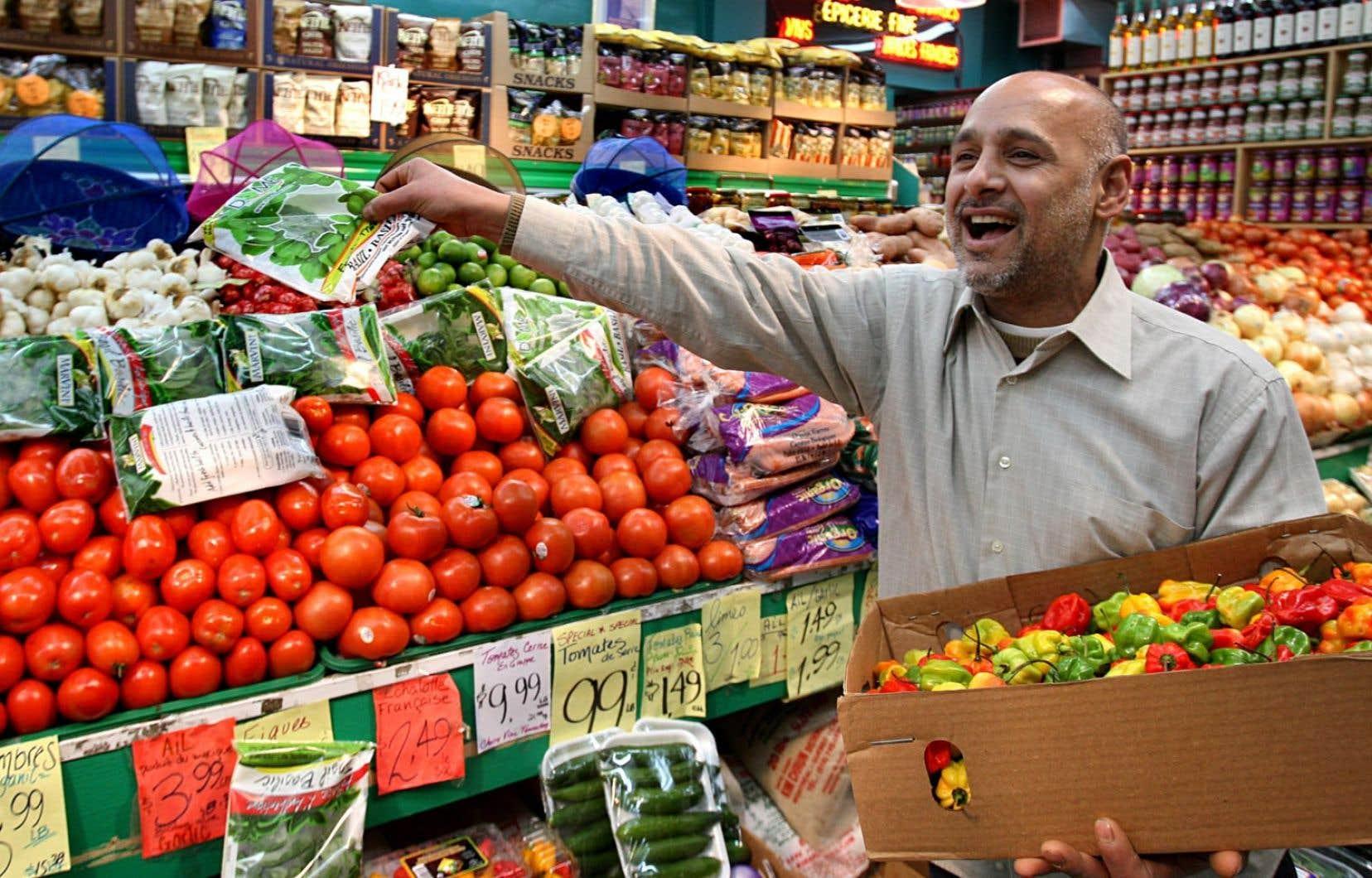 Massivement, les PME sont, pour les immigrants, la porte d'entrée sur le marché du travail. Il devient donc important d'étendre les exigences de la Charte de la langue française aux entreprises de 26 à 49 employés et que les entreprises de 10 employés et plus dispensent leurs services en français.