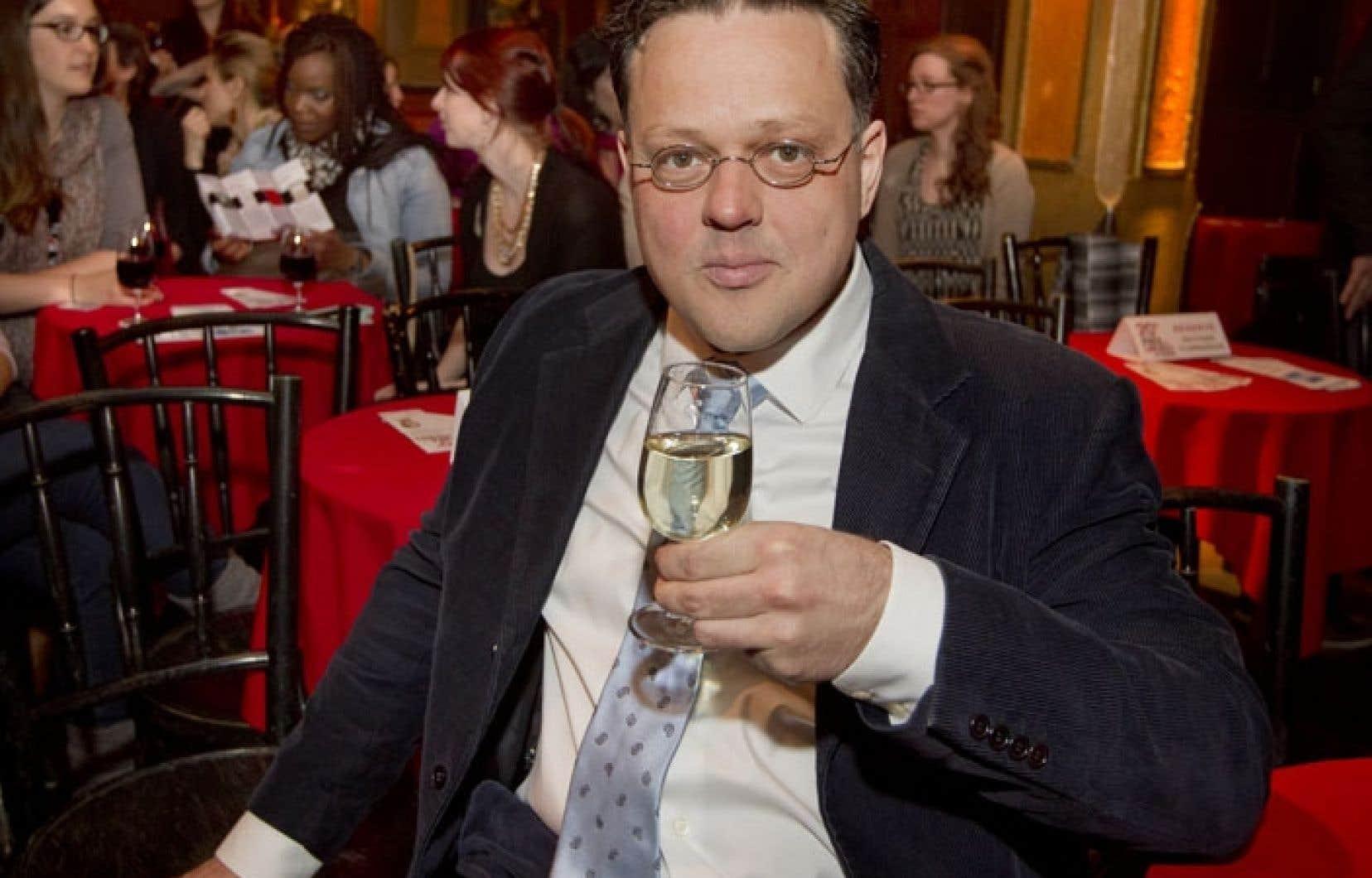 Éric Dupont s'est dit «étonné et charmé» de gagner le Prix des libraires pour son roman La fiancée américaine.