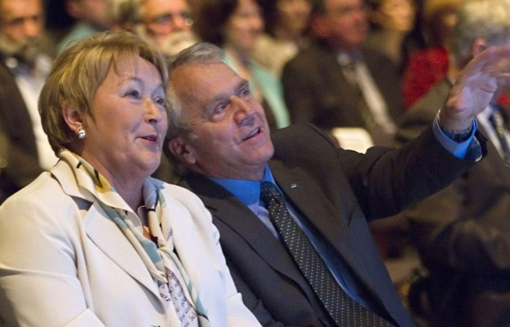 La première ministre Pauline Marois et le ministre de l'Agriculture, François Gendron, ont dévoilé jeudi à Baie-Saint-Paul la Politique de souveraineté alimentaire du Québec.