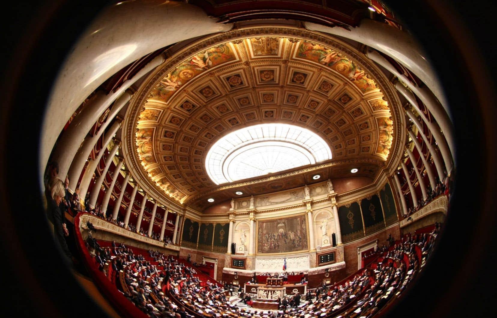 L'Assemblée nationale, à Paris, compte 577 députés.