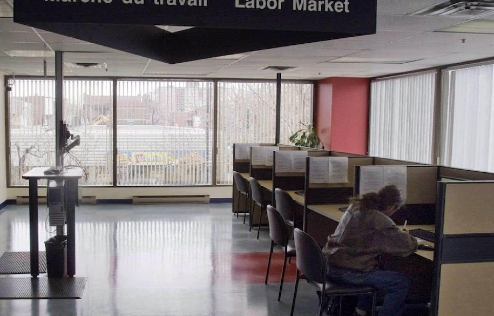 Depuis « plusieurs décennies », les organismes d'aide, les avocats et les représentants syndicaux de chômeurs pouvaient joindre un « agent de liaison » chargé des relations avec ces intervenants.