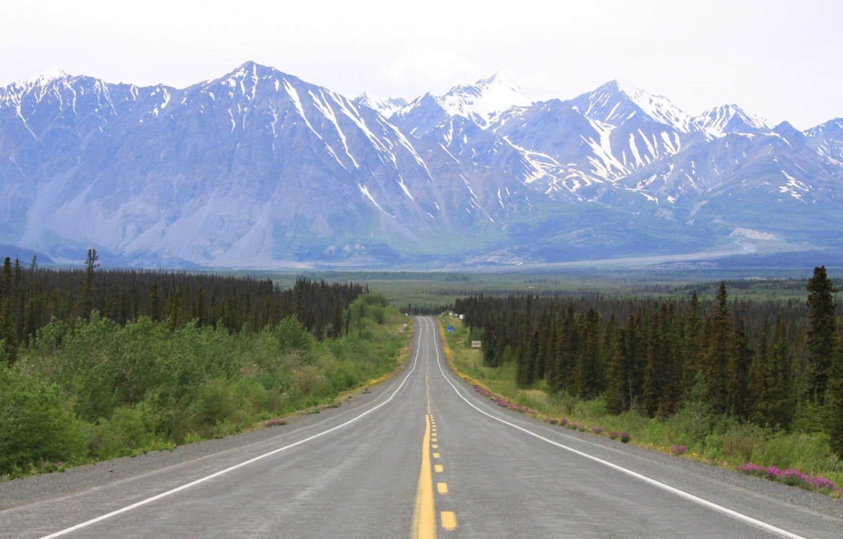 Les pics enneigés du parc Kluane, au Yukon.