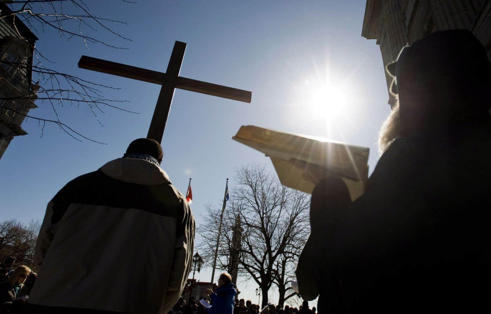 Bien que la pratique religieuse catholique soit en déclin au Québec, un nombre grandissant de Québécois envoient leurs enfants à l'école confessionnelle privée.