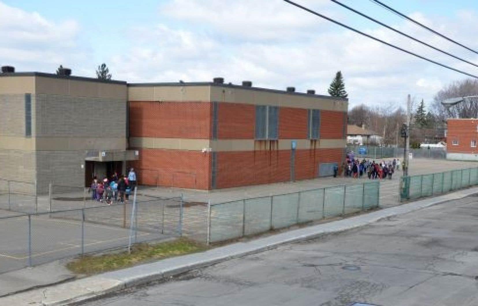 L'école Cardinal-Léger dans Anjou. Ça pourrait ressembler à <em>Unité 9</em>...<br />