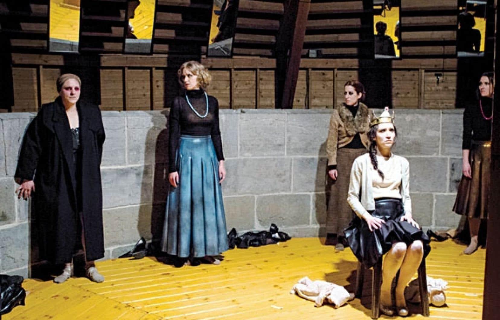 Un extrait des Reines dans une mise en scène de Frédéric Dubois.