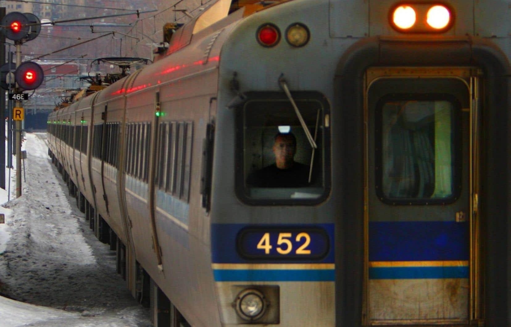 L'AMT projette en effet d'ériger une gare dans un champ du secteur de Saint-Janvier afin de desservir les usagers mirabellois de la ligne de train de banlieue Montréal -Saint-Jérôme.