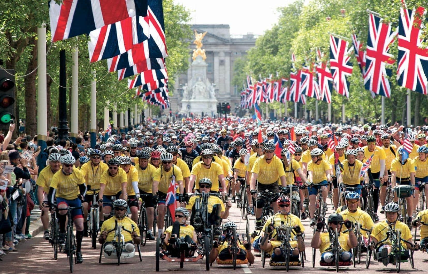 Quelque 300 personnes provenant du Royaume-Uni, du Canada et des États-Unis, dont plusieurs militaires ayant perdu des membres en Afghanistan et en Irak, ont participé à l'événement.