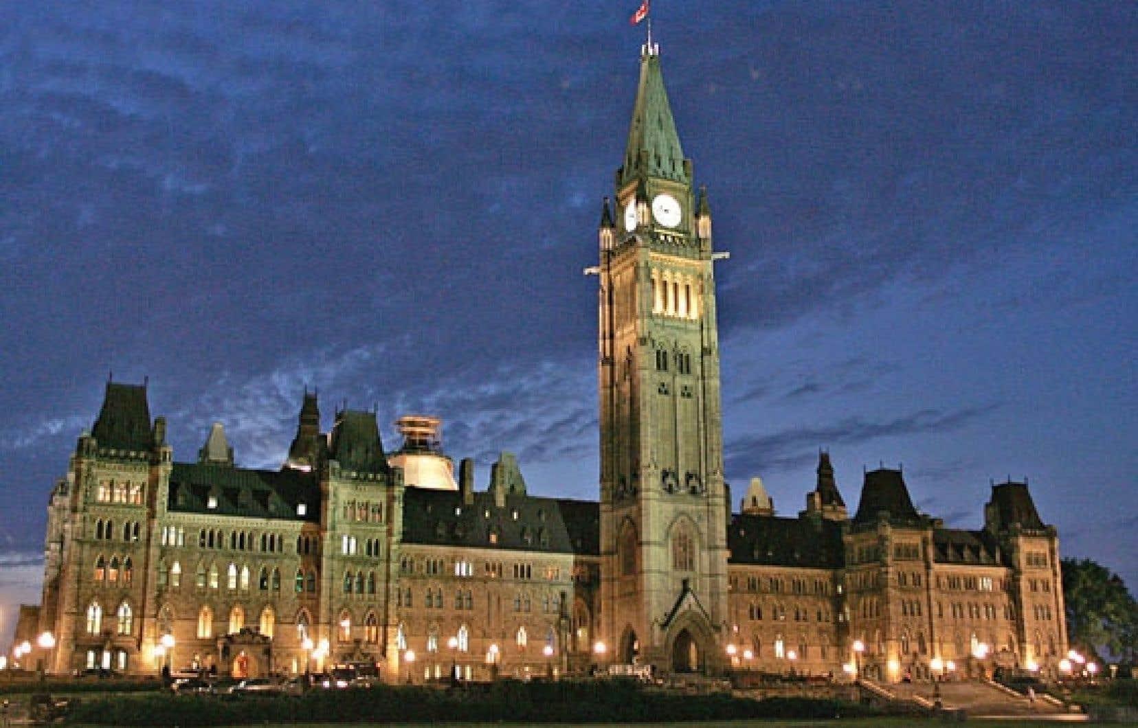 Ottawa veut davantage d'employés tenus au secret.