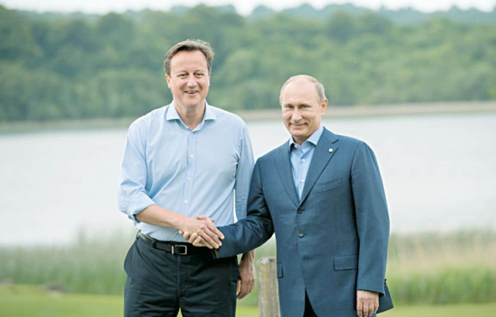 David Cameron (à gauche) et Vladimir Poutine lundi, en Irlande