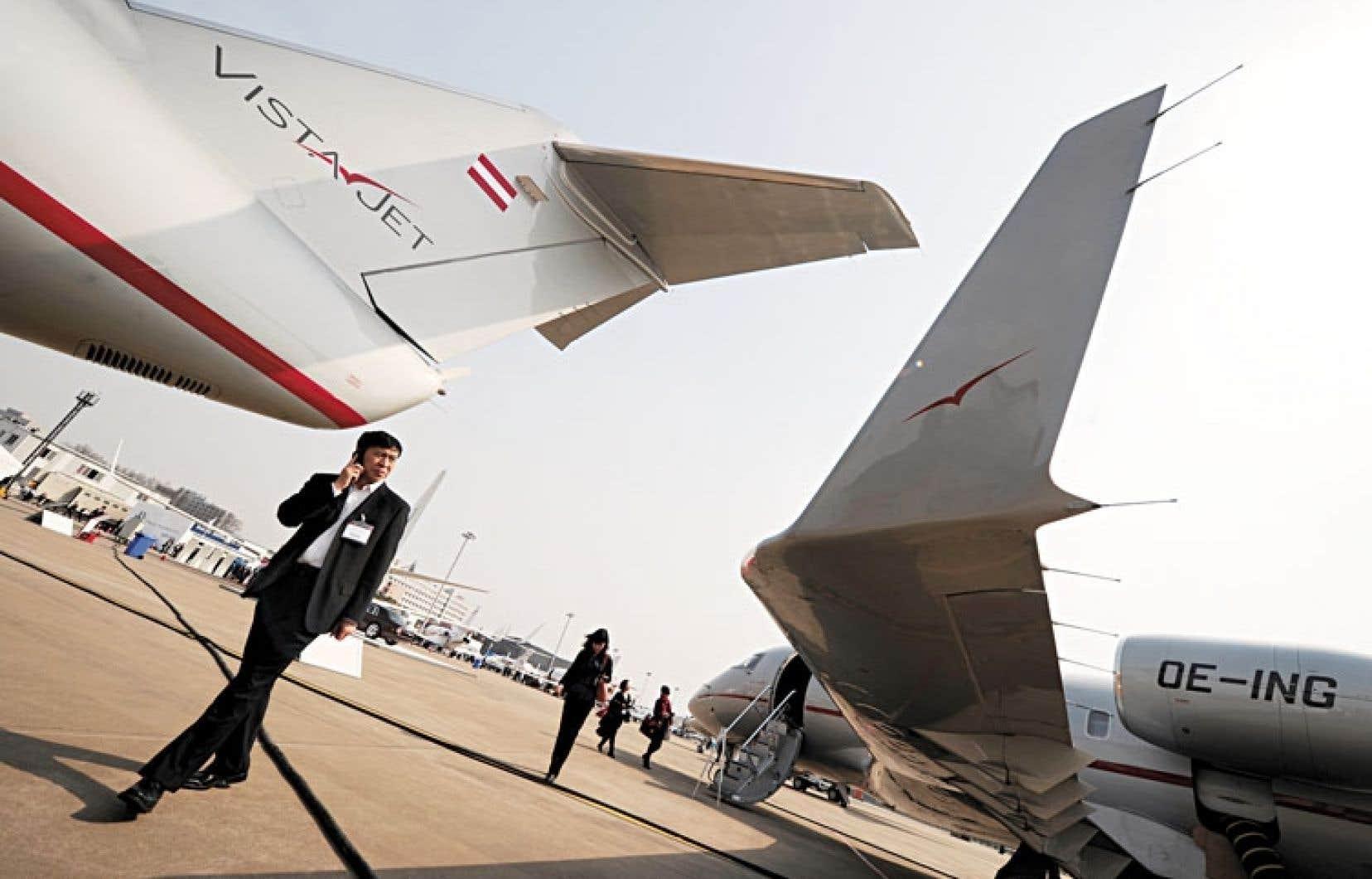 Les avions de VistaJet, une des plus grandes sociétés aériennes de luxe du monde, apparaissent ci-dessus en démonstration à un salon aéronautique chinois. L'entreprise fondée par le Suisse Thomas Flohr a commandé 20 biréacteurs Challenger 350 d'une valeur de 518 millions.