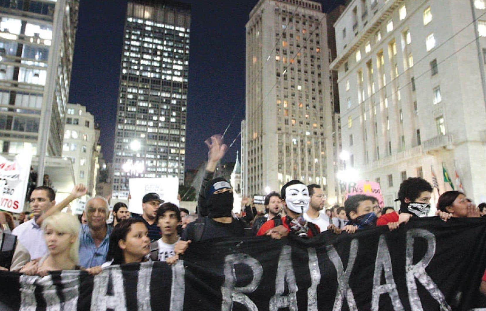 <div> Des milliers de personnes ont manifesté en soirée à São Paulo.</div>
