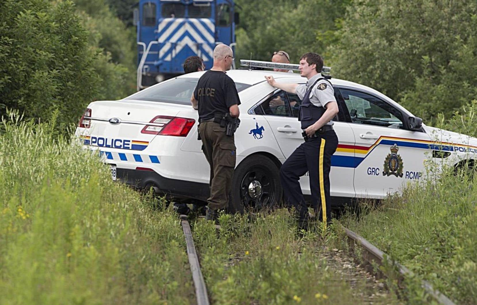 Un responsable du Bureau de la sécurité des transports du Canada a indiqué mardi que 14 enquêteurs étaient déployés sur le terrain pour faire la lumière sur le déraillement du train transportant du pétrole brut.