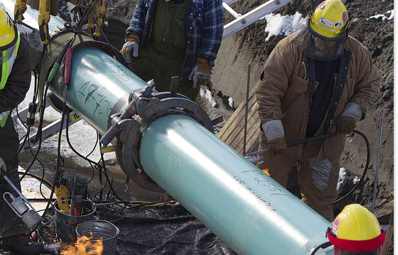 Depuis 1950, le flux de l'oléoduc part de Portland afin d'approvisionner les raffineries à Montréal.