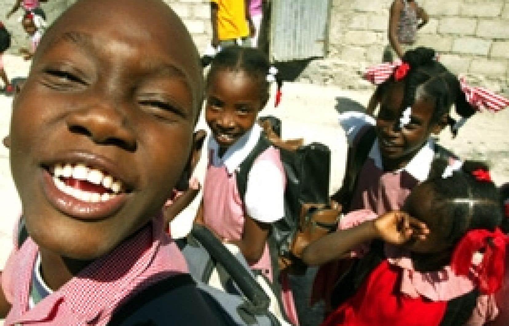 Des écoliers de Port-au-Prince, en Haïti. L'éducation de la population d'un pays est un des facteurs dont devrait tenir compte une mesure du bien-être des peuples qui irait au-delà des indices économiques habituels.
