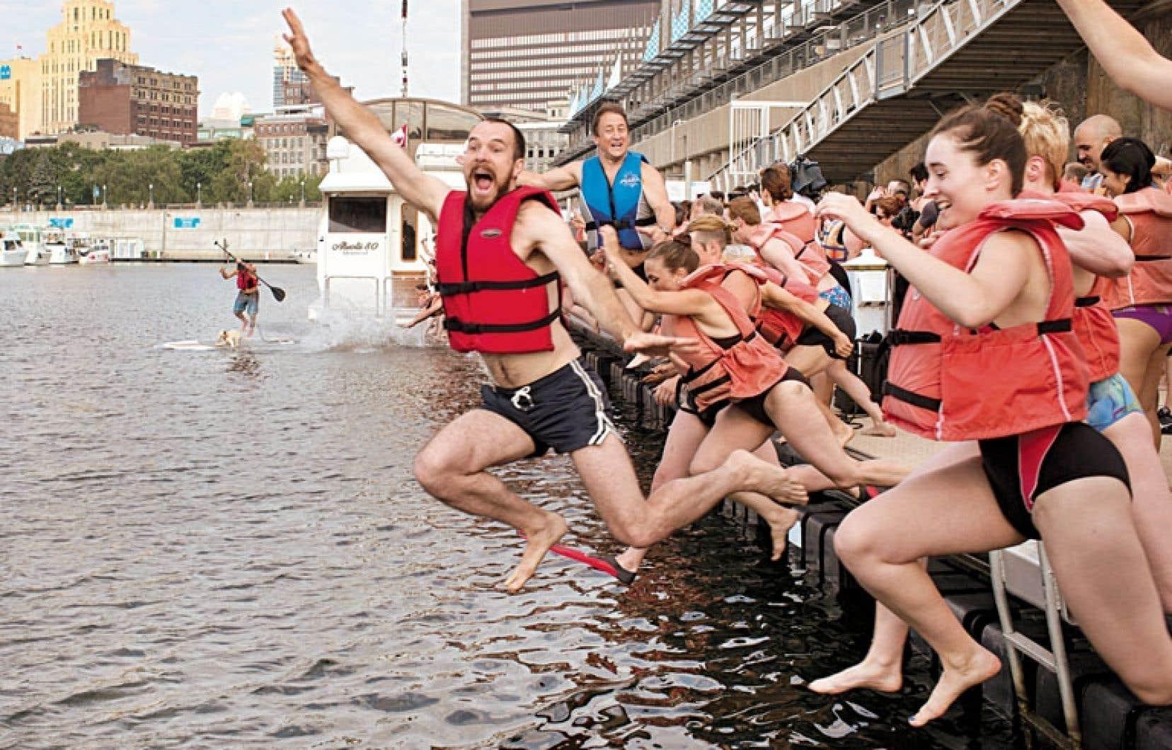 Des dizaines de Montréalais se sont réappropriés à leur façon le fleuve Saint-Laurent mercredi dans le Vieux-Port.
