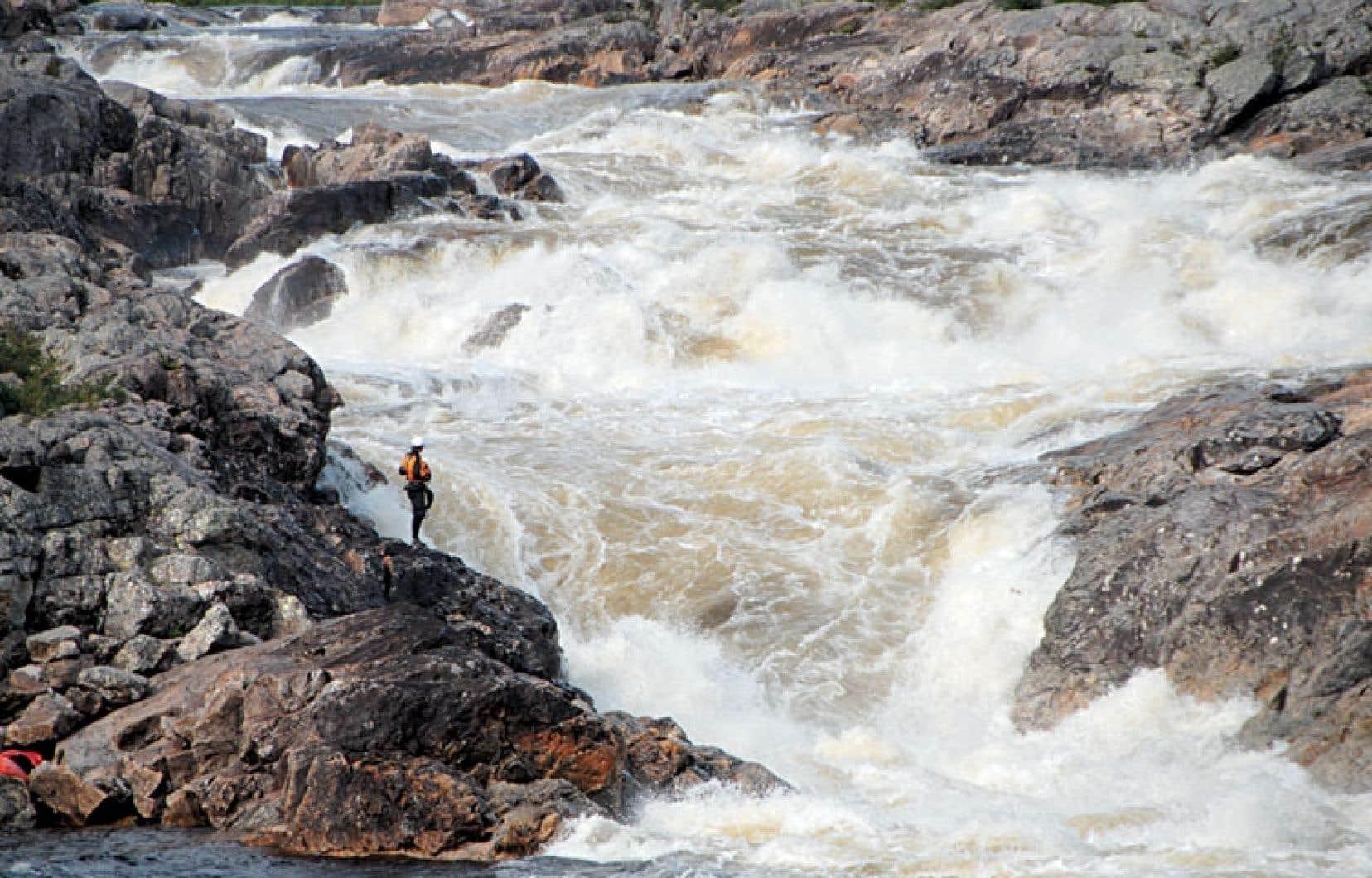 Dans son plan stratégique de 2009-2013, Hydro-Québec avait évalué que la rivière Magpie, qui se déverse dans le Saint-Laurent dans la région de la Minganie, avait un potentiel de production de 850 mégawatts d'électricité.