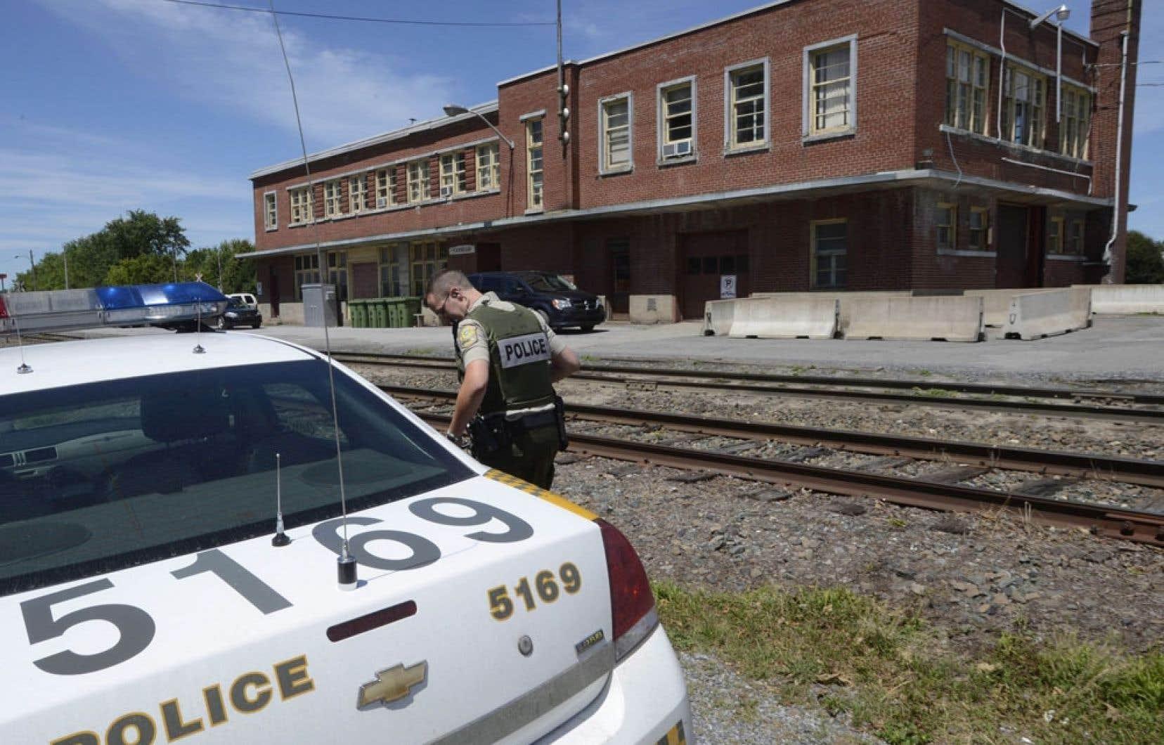 Des enquêteurs de la Sûreté du Québec ont entrepris une perquisition dans les bureaux de la MMA à Farnham, en Montérégie, jeudi, à la recherche de différents éléments de preuve pouvant « appuyer des accusations criminelles » en lien avec le déraillement de Lac-Mégantic.