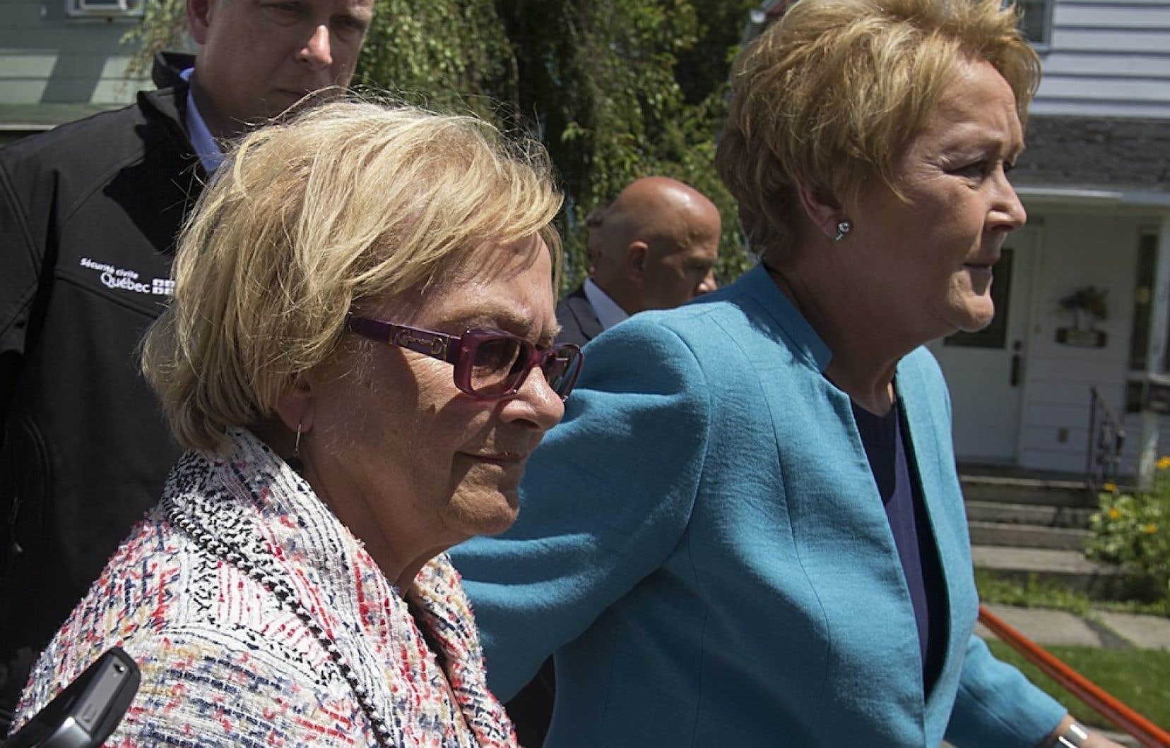 La mairesse de Lac-Mégantic Colette Roy-Laroche avec la première ministre Pauline Marois, le 12 juillet dernier.