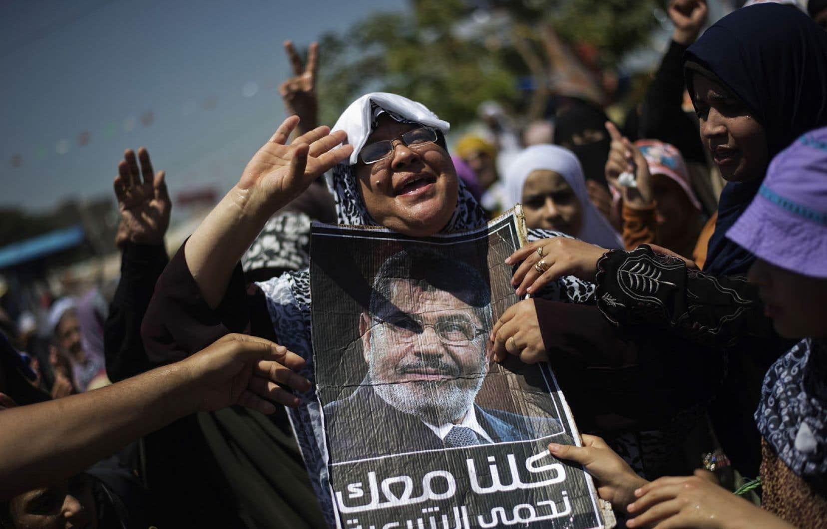 Des partisans des Frères musulmans et du président déchu Mohamed Morsi manifestaient mercredi dans les rues du Caire.