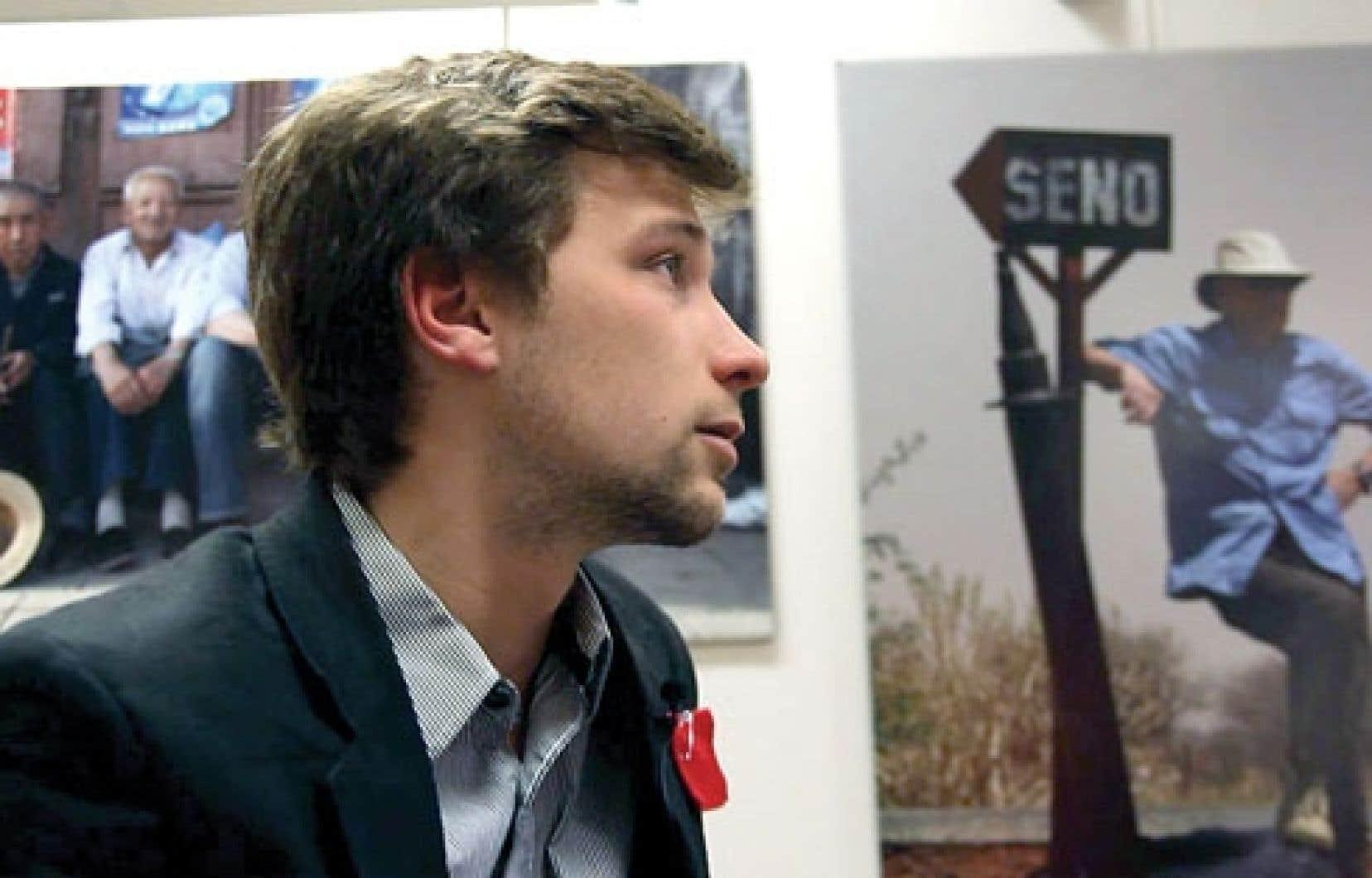 Les réalisateurs du documentaire Carré rouge sur fond noir, qui ont suivi de l'intérieur les membres de la CLASSE et Gabriel Nadeau-Dubois, offrent un regard sur la mécanique d'une cellule de crise.