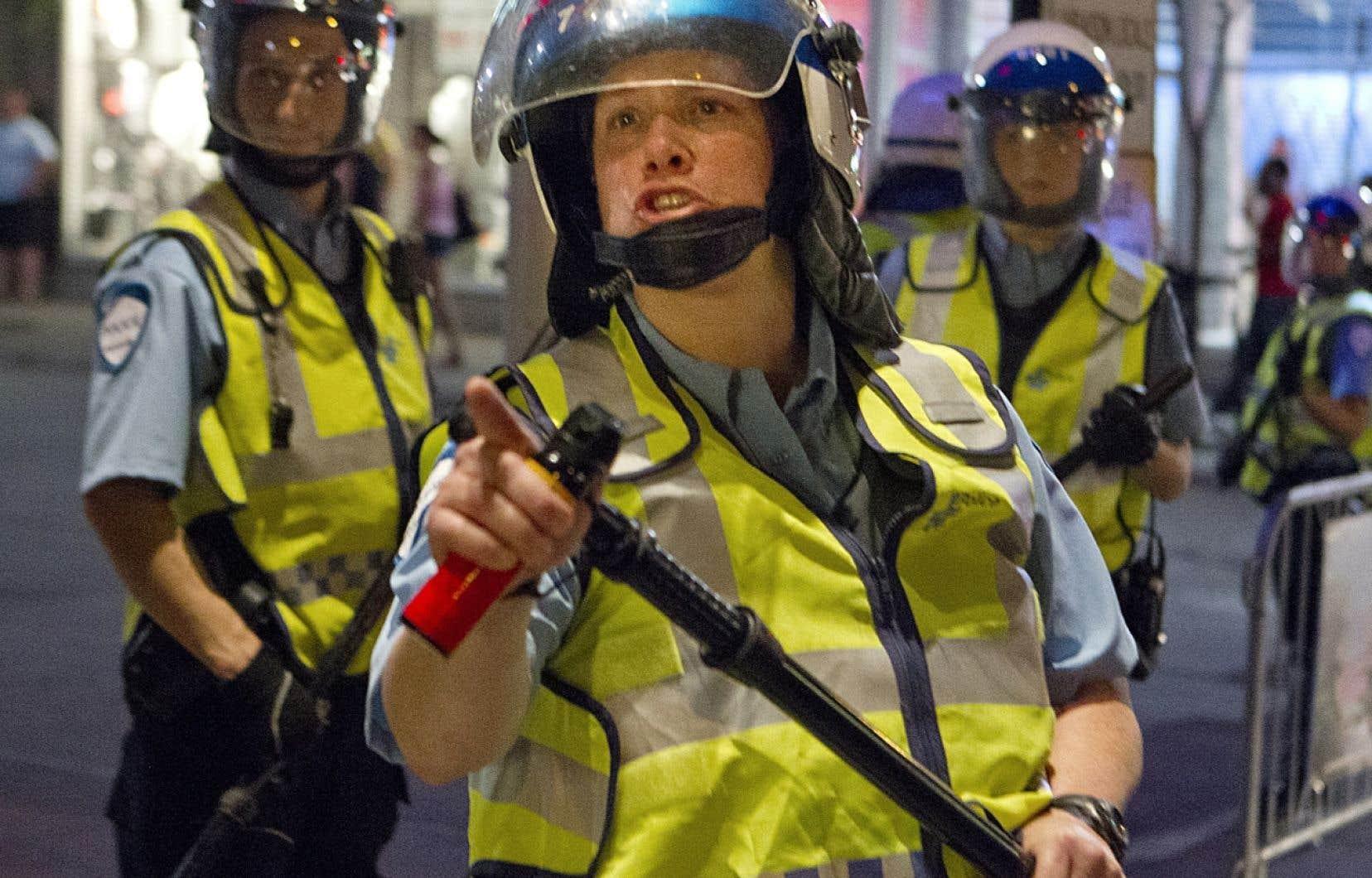 La policière Stéfanie Trudeau, vers 22h30, le 20 mai 2012, s'apprête à poivrer une série de citoyens qu'elle juge dérangeants et la scène, virale dès le lendemain sur les réseaux sociaux, la tire de l'anonymat.