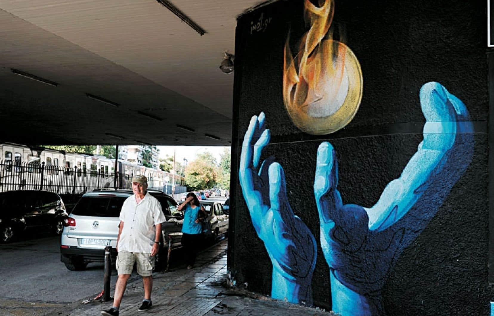 Murale dans une banlieue d'Athènes. La Grèce est demeurée dans la zone euro au prix d'un coûteux effort de rigueur qui lui a valu de s'enfoncer dans une profonde récession. Le pays aura encore besoin du soutien de ses voisins et du FMI. Reste à définir le type d'aide.