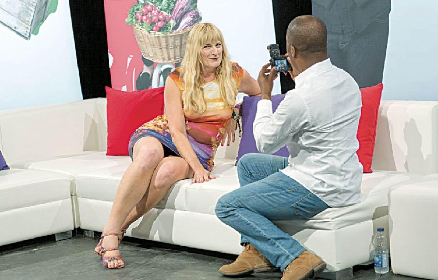Marie-France Bazzo, ici en séance photo avec Herby Moreau, reprend Bazzo.tv, son émission branchée sur l'actualité le jeudi soir.