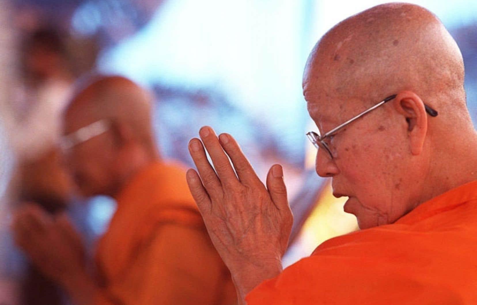 Quand on retrouve les idéaux de la non-violence chez des maîtres comme feu Maha Ghosananda, on voit qu'une interprétation du bouddhisme limitée à la délivrance personnelle évite la doctrine politique qui lui est liée.