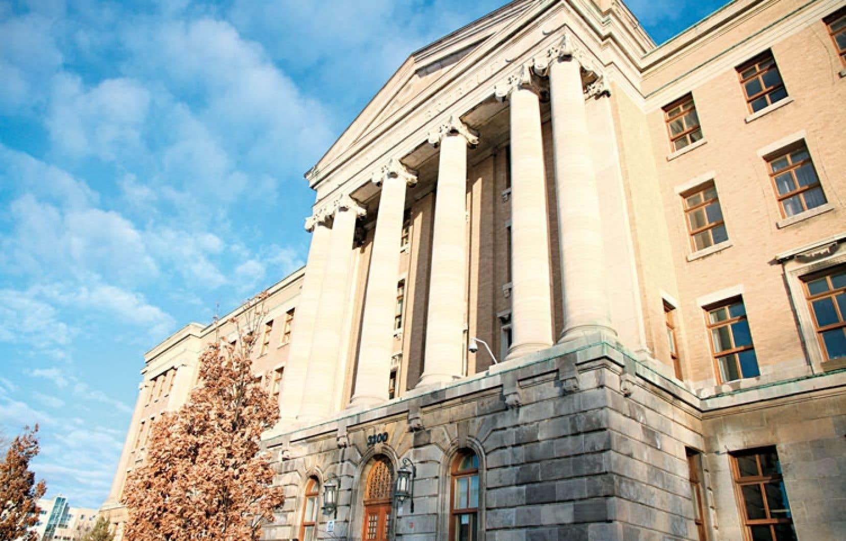 Le collège Jean-de-Brébeuf offre une formation collégiale enrichie, le baccalauréat international. Ce programme est même offert maintenant dès le secondaire.